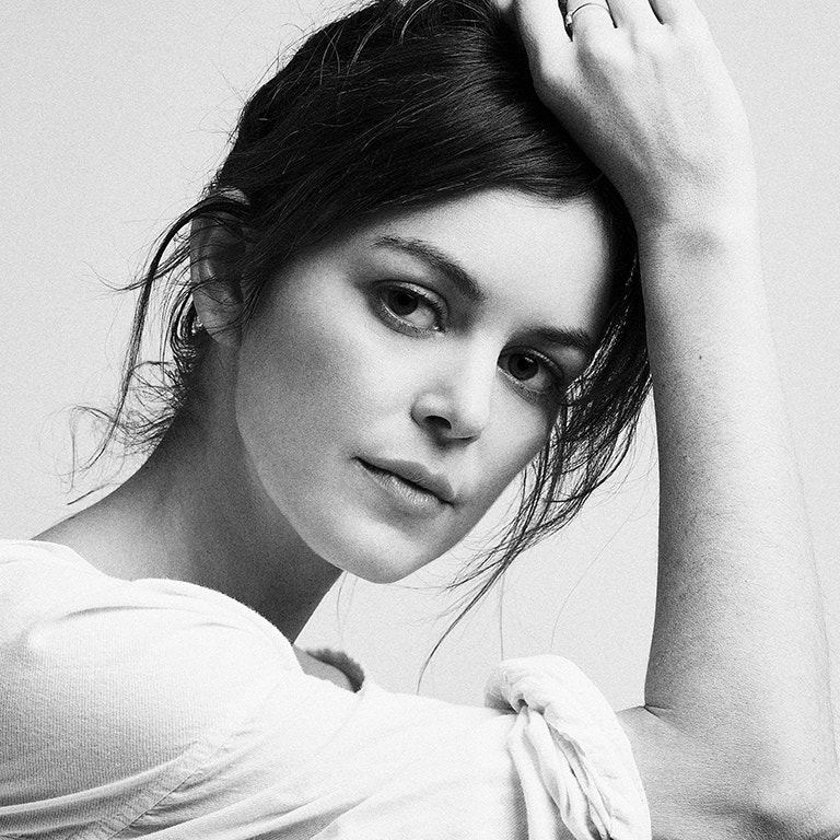 Actress Nora Zehtner photo image